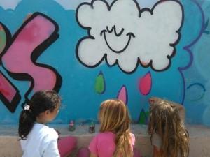Un mur en graffiti par les CP-CE1